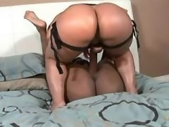 Hot lesbian licks out her..