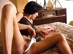 Alone babe enjoys herself.Lesbian Pussy Videos!